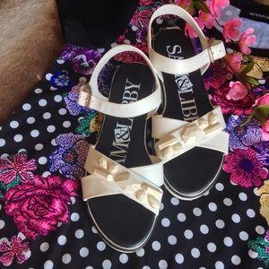 Sam & Libby Shoes - NWOT B&W Vegan Leather Summer Flatbed Sandals