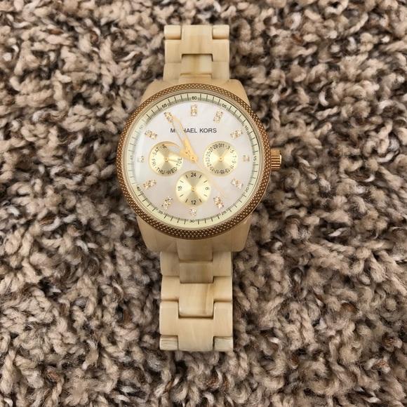 c78ac9466d4e Michael Kors Watch ⌚ . M 593ded97522b456fd70356d5