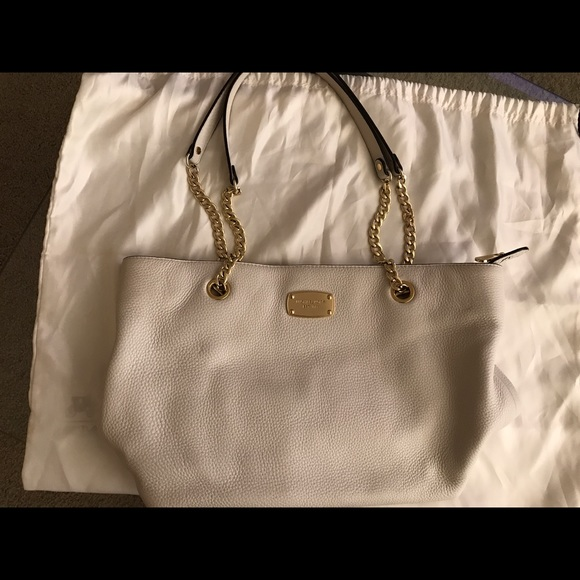 fd025606a6 Michael Kors White Leather Purse with Gold Chains.  M 593df013f739bc974b0369a8