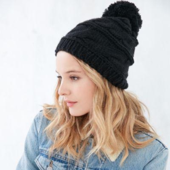 71456a28407 North Face Triple Cable Knit Pom Pom Hat Beanie. M 59c35c774e95a368bc000443
