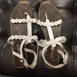 Report size 11 sandals, white. Slightly worn