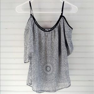 L.A. Gear Tops - COLD SHOULDER BLOUSE SIZE SMALL