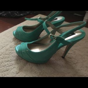 Whbm green 7 heels never worn new w out box
