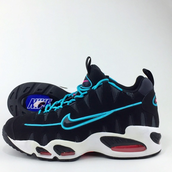 Japanese Pitcher Nike Shoes