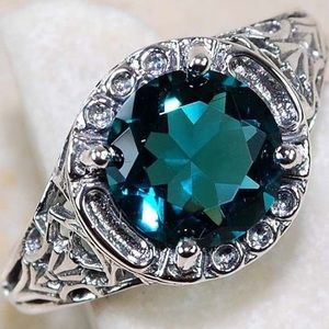 Jewelry - 925 Sterling Silver 7ct Emerald Ring