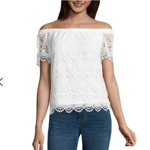 White lace off the shoulder shirt