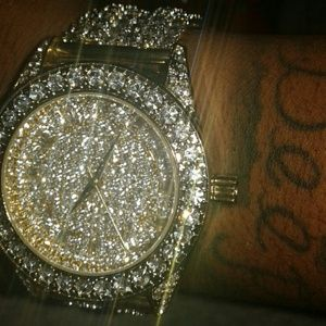 2B.Rych Other - Selling a,watch  white gold