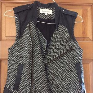 Daniel Rainn black and white herringbone vest