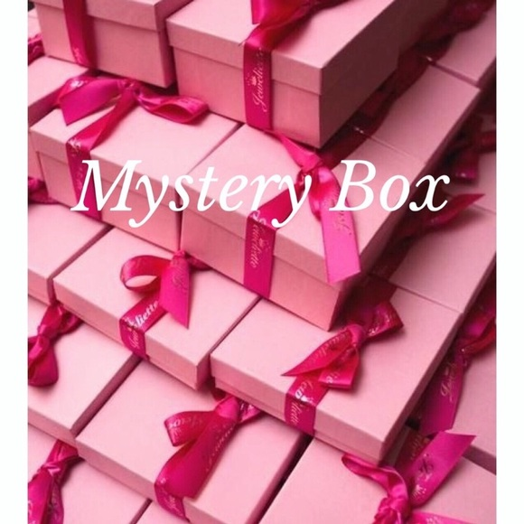 Express Jewelry Mystery Box Necklaces Nwt Silver Gold