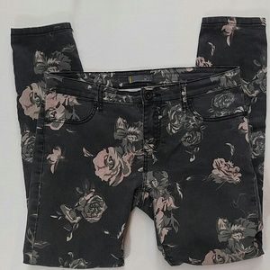 i jeans by Buffalo Denim - Grey Skinny i Jeans by Buffalo with floral design
