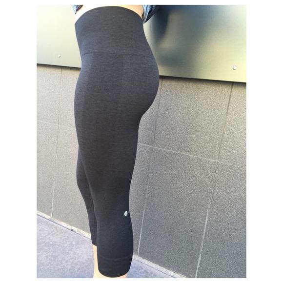 164f7561ce2cd lululemon athletica Pants - lululemon seamlessly street crop dark gray pants