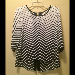 Amy Byer Tops - Amy Byer black & white 3/4 sleeve blouse ✨