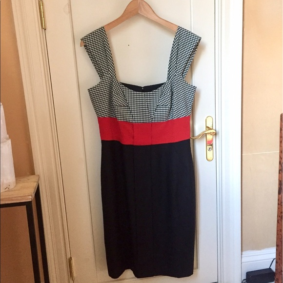 fa9827fb97b Gucci Dresses   Skirts - GUCCI BLACK WHITE RED GINGHAM DRESS size 44