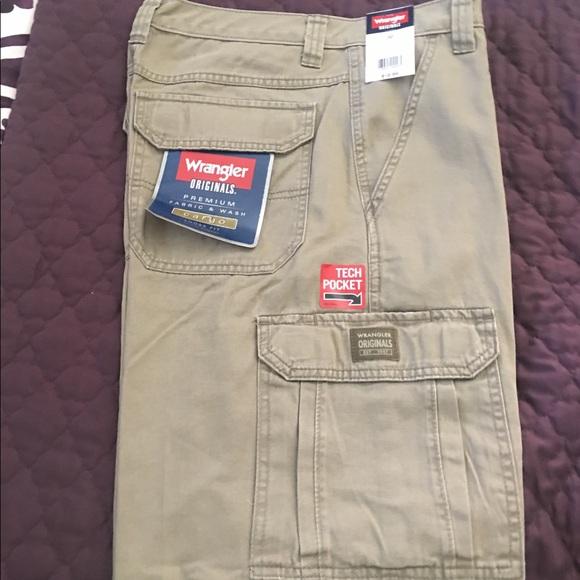 online sale rich and magnificent best value Men's Wrangler Originals Cargo shorts loose fit NWT