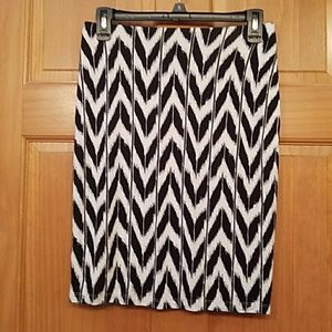 Cute black and white skirt.