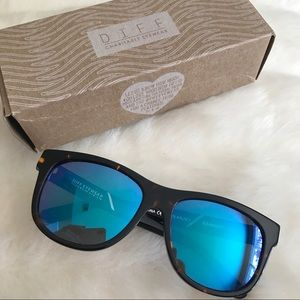 Diff Eyewear Accessories - Diff Milo Polarized Sunglasses in Tortoise/Blue