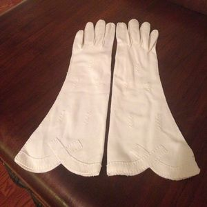 Accessories - Vintage scalloped long gloves