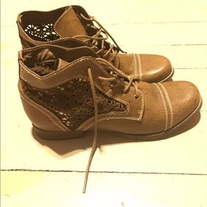 Aphorism Shoes - Green lace booties