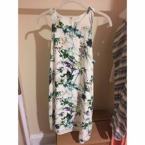 Amour Vert Dresses & Skirts - White floral shift dress