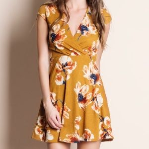 Aluna Levi Dresses & Skirts - Floral Spring Dress