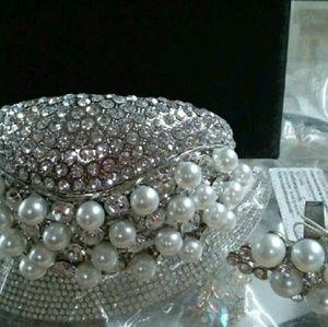 Jewelry - Pearl /diamond silver bracelet