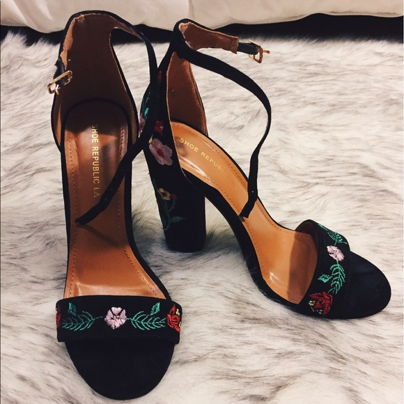628a901021a4 Free People Shoes - Floral heels