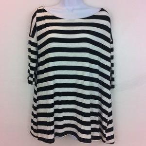 Urban Outfitters Tops - Urban Outfitters black & white loose fit top