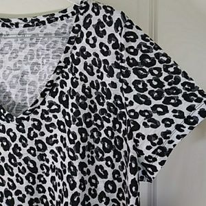Ava & Viv V Neck Animal Print Easy Tee