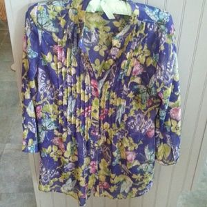 Beautiful colors,  dress up or down blouse sz Sm