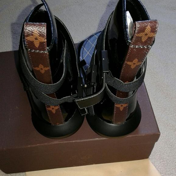 aa0f2e7bce49 Louis Vuitton Womens Flat Sandals