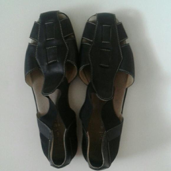 2f4baa6cdf1 AEROSOLES Shoes - Vintage 90s black cage strap sandals