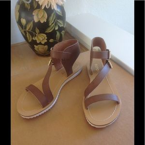Report sandals buckles brown color 6 or 6.5