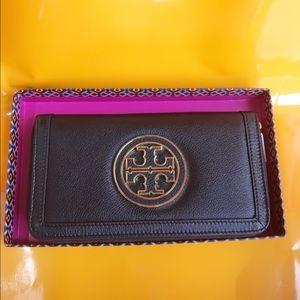 Tory Burch Handbags - Tory Burch Logo Leather Wallet