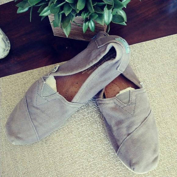 90 toms other free toms says sz7 fits like