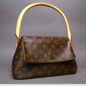 Louis Vuitton Handbags - Louis Vuitton looping bag