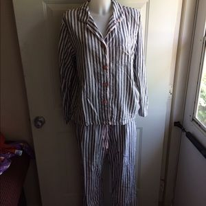 Ambrielle Other - Ambrielle Large Pajama Outfit