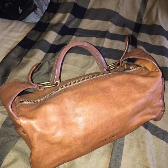 b98a30848ff9 ... MIU Carmel Leather Shoulder Bag. M 59405b282de51295e3019ccc