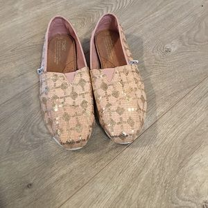 TOMS Shoes - BNWOT Toms size 7