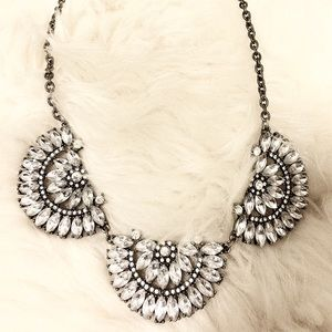 Jewelry - Necklace Bib