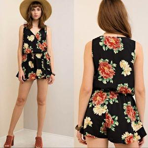‼️REDUCED‼️🆕Floral Print Wrap-Style Romper