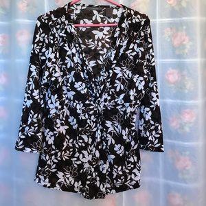 Liz Claiborne top floral design XL V neck nice