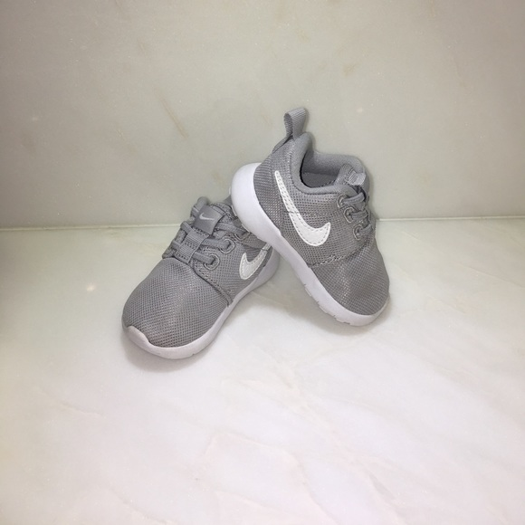 Baby Nike Roshe Sneaker Size