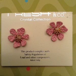 Adorable enamel flower post earrings NWT
