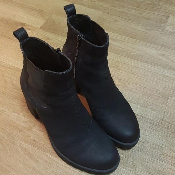 54 off vagabond shoes vagabond grace platform ankle boot size 38 from song 39 s closet on poshmark. Black Bedroom Furniture Sets. Home Design Ideas