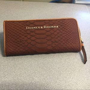 Dooney & Bourke Handbags - NWOT! Dooney and Bourke Wallet 👜💕