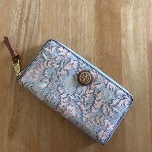 Tory Burch Handbags - Tory Burch Kerrington Continental Wallet NWT