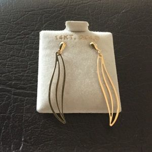 Jewelry - 14 k gold earrings.
