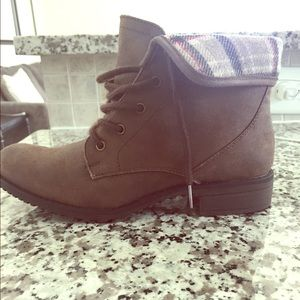 NWOT White Mountain Cliffs Booties with box.