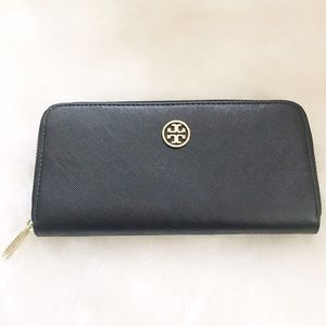Tory Burch Handbags - NWOT Tory Burch Black Saffiano Robinson Zip Wallet