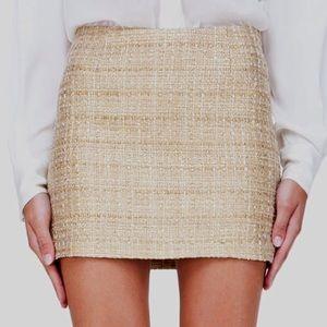 Alice & Olivia Dresses & Skirts - Awesome Alice & Olivia gold tweed skirt - Holidays